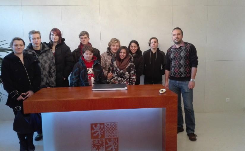 Setkání mládežnického parlamentu z celého Libereckého kraje v Lomnici nad Popelkou